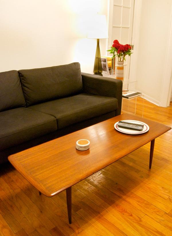 Cheap furniture store like ikea friheten sleeper for Really cheap furniture for sale