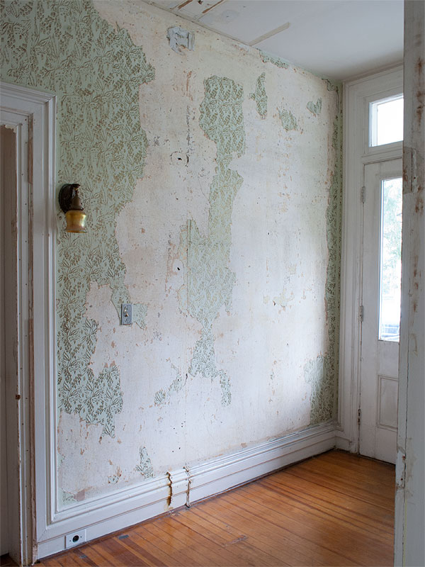 how to remove painted woodchip wallpaper